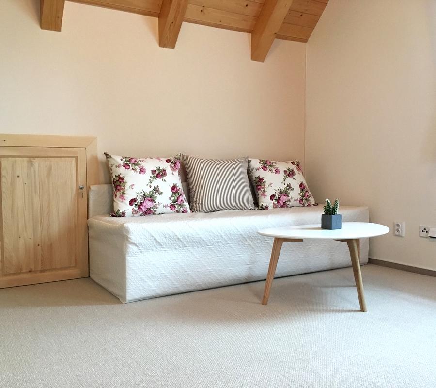 Rýchorský pokoj - relaxační zóna s rozkládací pohovkou