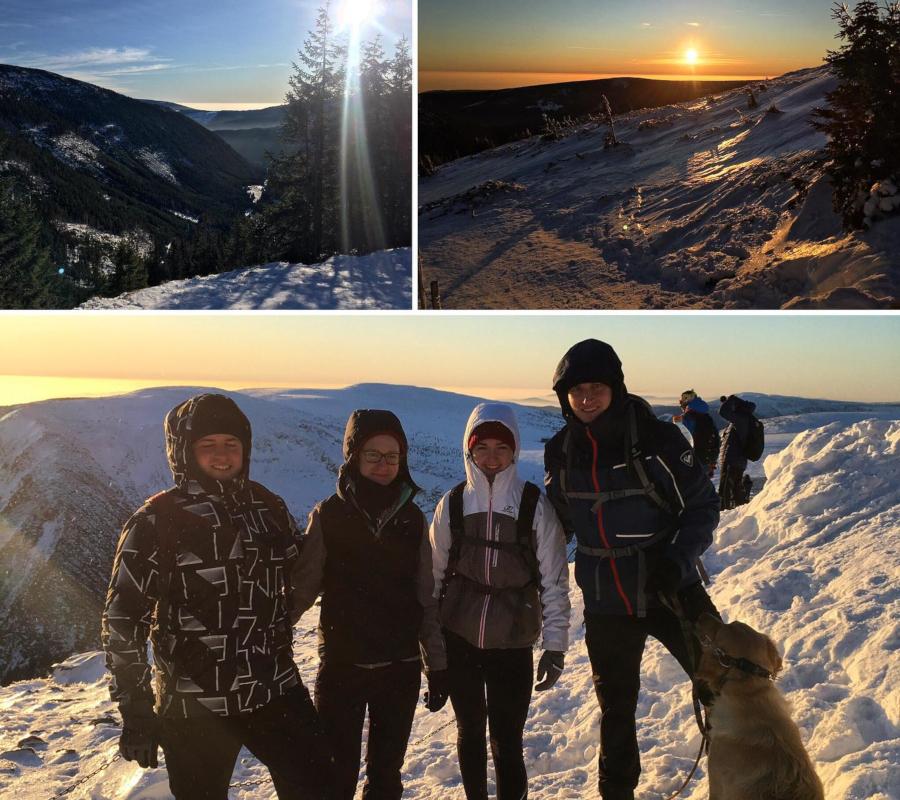 Koláž fotografií ze zimní zasněžené krajiny, na největší fotografii 4 osoby v zimním oblečení a pes.